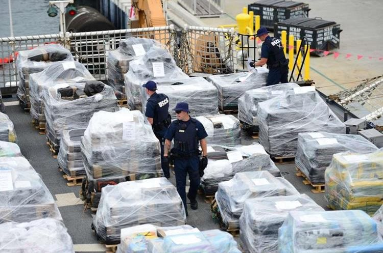 """Coast Guard Cutter Stratton crew offloads 34 metric tons of cocaine in San Diego, California on August10, 2015.  A single US Coast Guard ship has recovered cocaine worth more than one billion dollars in under a year, authorities said Monday. The Stratton confiscated an impressive 29.9 tonnes of the drug in 10 months, from October 2012 through September 30, 2014, off Latin American coasts in the eastern Pacific, the coast guard reported. The cocaine -- from 23 interdiction operations -- is equal to about 33 million lines of cocaine or 336 million hits of crack, DEA estimates say.          AFP PHOTO / HANDOUT / US COAST GUARD PO3 JOEL GUZMAN / RELEASED         == RESTRICTED TO EDITORIAL USE / MANDATORY CREDIT: """"AFP PHOTO / HANDOUT / US COAST GUARD / PO3 JOEL GUZMAN """"/ NO MARKETING / NO ADVERTISING CAMPAIGNS / DISTRIBUTED AS A SERVICE TO CLIENTS =="""