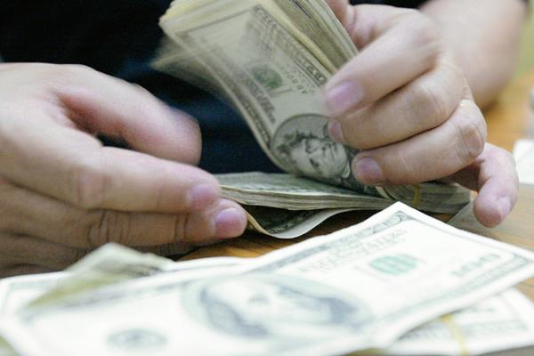 Cada año va en aumento la cantidad de dinero que envían a sus familiares los guatemaltecos que viven en el extranjero. (Fotografía Prensa Libre. Hemeroteca PL).