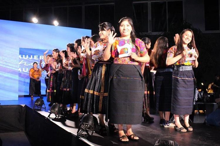 El programa Mujeres por Mujeres apoya en comunidades de Quetzaltenango a muchas mujeres para impulsar emprendimientos, en esta primera promoción en actividades como confección. (Foto, Prensa Libre: Cortesía Pepsico).