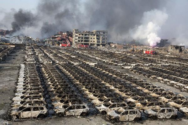 "<em>Columnas de humo salen <span class=""hps"">del sitio</span> <span class=""hps"">de la explosión</span> <span class=""hps"">en</span><span class=""hps""> Tianjin,</span><span class=""hps""> China.</span></em>"
