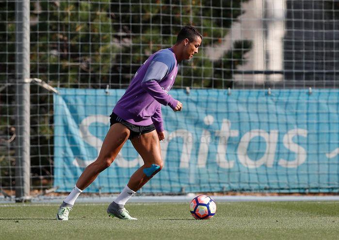 El portugués Cristiano Ronaldo durante el entreno del Real Madrid antes del viaje a Mónaco. (Foto Prensa Libre: Real Madrid)