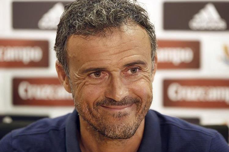 Luis Enrique se muestra satisfecho por el resultado de su equipo en el partido de ida de la Supercopa de España. (Foto Prensa Libre: AFP)