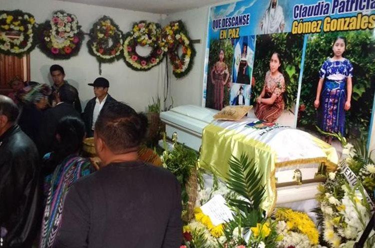 Familiares y vecinos preparan la última despedida del cuerpo de Claudia Gómez, migrante que falleció en Estados Unidos.