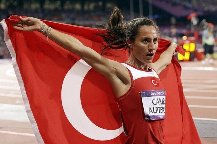 Asli Cakir aceptó renunciar a su título olímpico y cumplir la suspensión. (Foto Prensa Libre: AP)