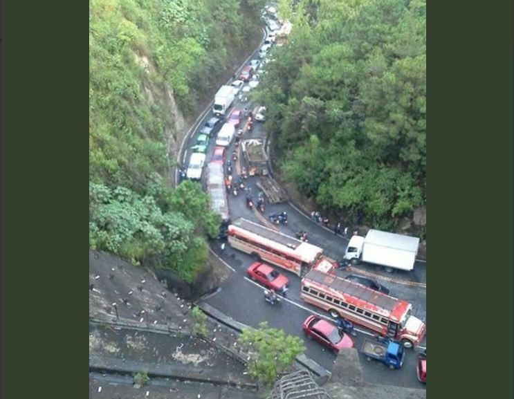 Congestionamiento en ruta a Boca del Monte. (Foto Prensa Libre: @express_foto).