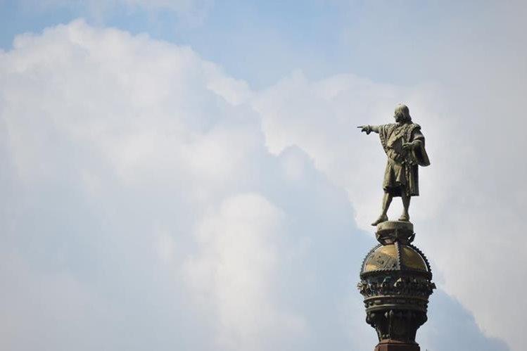 Monumento a Colón, en Barcelona, España. Teorías indican que el Almirante nació en esa ciudad. Foto Prensa Libre: Roberto Villalobos Viato.