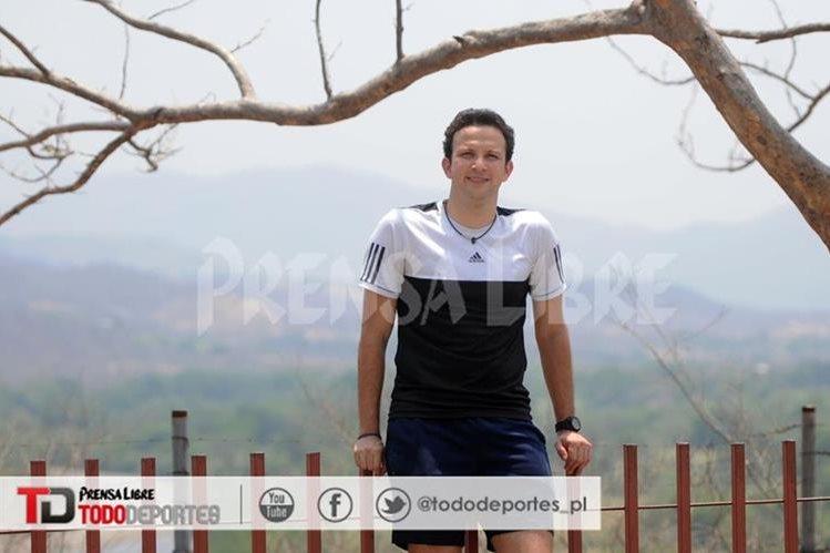 Kevin Cordón posa para las cámaras de TodoDeportes en el Complejo Deportivo de Zacapa. (Foto Prensa Libre: Fernando López)