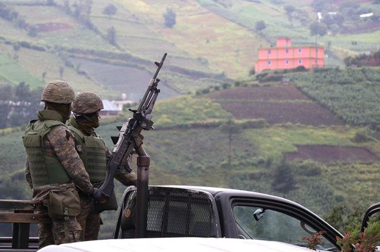 Efectivos del Ejército permanecen en poblados de Ixchiguán y Tajumulco, San Marcos. (Foto Prensa Libre: Whitmer Barrera)