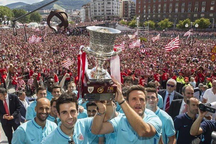Athletic de Bilbao recientemene festejo el título de la Supercopa de España. (Foto Prensa Libre: AFP)