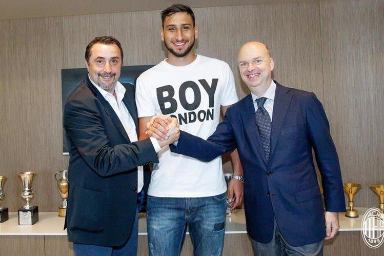El AC Milan anunció en sus redes sociales la buena nueva de Donnarumma. (Foto Prensa Libre: Twitter AC Milan)