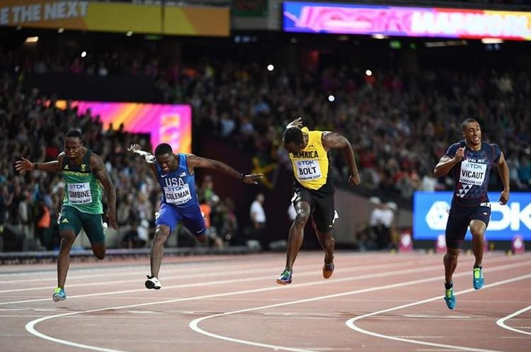 Akani Simbine, Christian Coleman, Usain Bolt y  Jimmy Vicaut en la final de los  100 metros.  (Foto Prensa Libre: AFP)