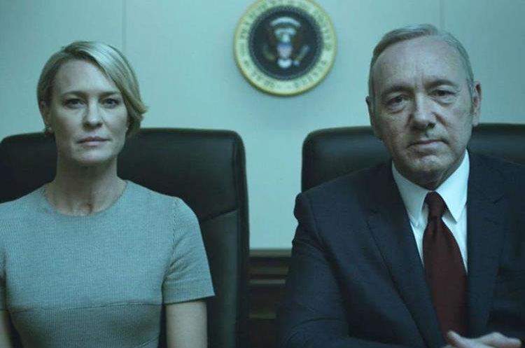 Robin Wright y Kevin Spacey, juntos en una escena de House of Cards (Foto Prensa Libre: Netflix).
