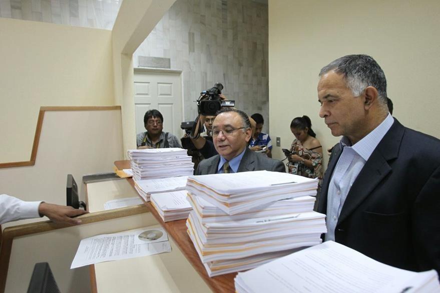 El abogado Alfonso Carrillo buscaba con la acción anular el acuerdo de convocatoria a elecciones generales. (Foto Prensa Libre: Hemeroteca PL)
