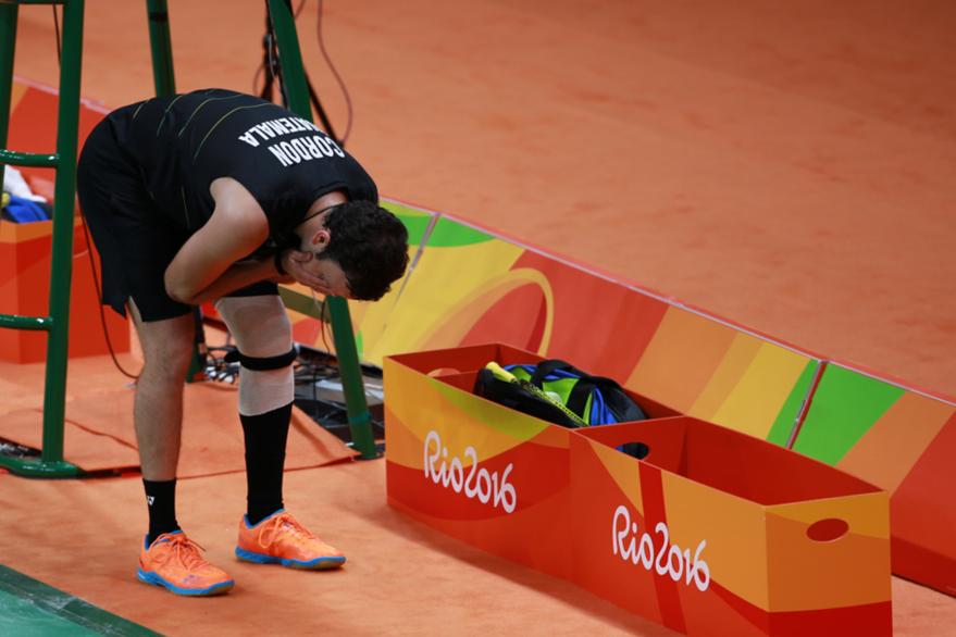Kevin Cordón se lamenta la lesión de la rodilla. (Foto Prensa Libre: COG)