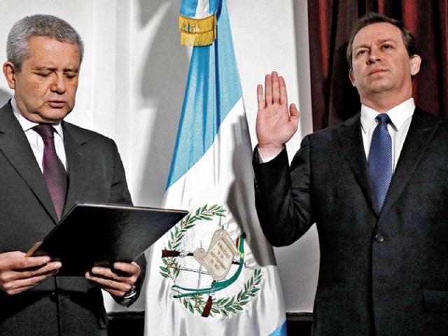 Carlos Martínez, secretario general de la Presidencia, juramentó ayer a Julio Dougherty Monroy, como nuevo viceministro de Economía.