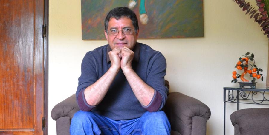 César Barrios, en una entrevista con Prensa Libre, realizada en 2015. El artista falleció este viernes (Foto: Hemeroteca PL).