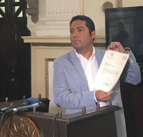 Diputado Fernando García presenta iniciativa que protege a los hombres y a las mujeres durante el embarazo y parto de sus hijos (Foto Prensa Libre: Cortesía)
