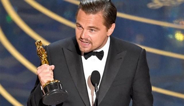 Leonardo DiCaprio tuvo que entregar la estatuilla de Marlon Brando que recibió por su trabajo en El lobo de Wall Street. (Foto Prensa Libre: Hemeroteca PL)