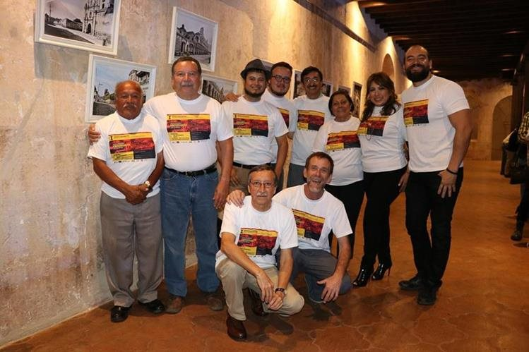 Recuerdos, nostalgia y alegría fueron los sentimientos que mostró el grupo de antigüeños. (Foto Prensa Libre: Julio Sicán)