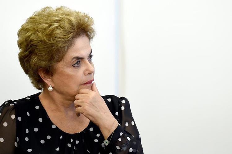 Dilma Rousseff, presidenta de Brasil, niega haber cometido delitos que ameriten su destitución. (Foto Prensa Libre: AFP).