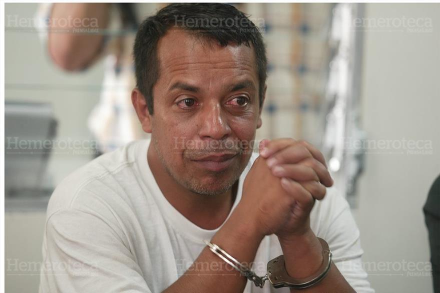 """10/6/2009 Francisco Estuardo Arana Barrera es capturado por """"el robo  del siglo"""" en el Aeropuerto. (Foto: Hemeroteca PL)"""