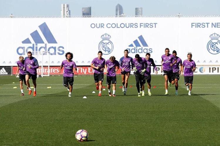 El Real Madrid durante su último entrenamiento previo al partido de mañana frente al Villarreal. (Foto Prensa Libre: Real Madrid)