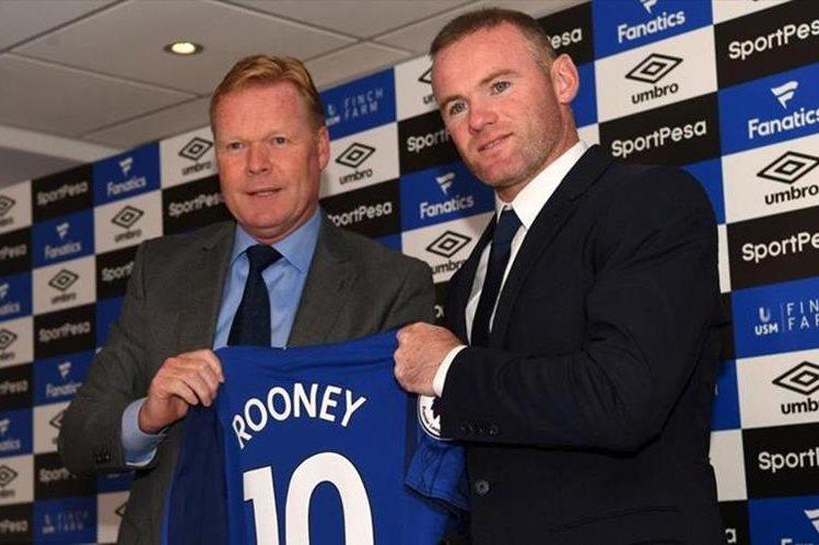 Wayne Rooney (derecha) el día de su presentación con el Everton junto al técnico holandés Ronald Koeman. (Foto Prensa Libre: Hemeroteca)