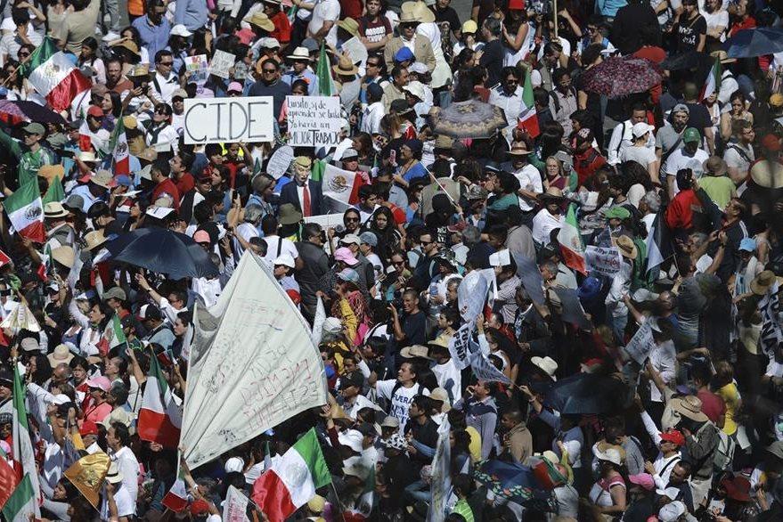 A lo largo de 20 ciudades los mexicanos mostraron su rechazo a Trump. (Foto Prensa Libe: AP)