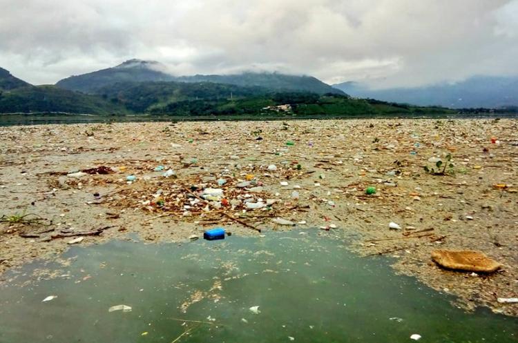 Unos dos mil metros cúbicos de desechos han sido retirados en los últimos días. (Foto Prensa Libre: Cortesía).