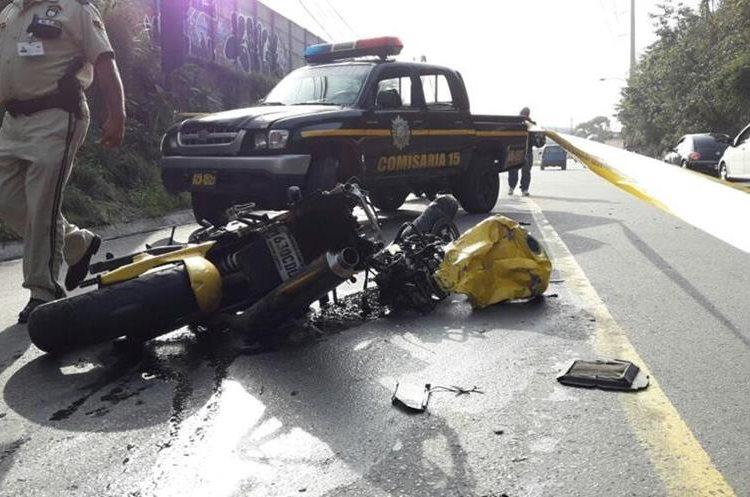 Policía resguarda la escena del accidente. (Foto Prensa Libre: Érick Ávila)