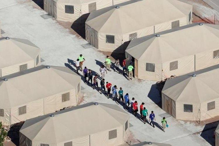 Juez federal prohíbe a gobierno de Trump separar familias inmigrantes; ordena reunificación