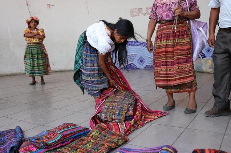 Xicay ingresó a una vivienda donde sustrajo 15 trajes típicos. (Foto Prensa Libre: Héctor Cordero)