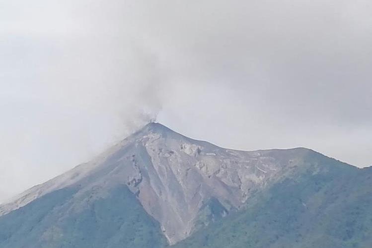 Volcán de Fuego registra constantes explosiones. (Foto Prensa Libre: Conred).