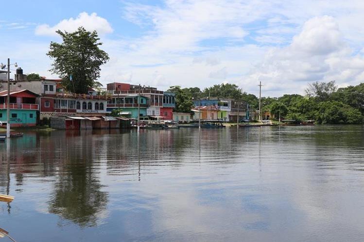 Los amantes de excursiones acuáticas tiene opción de navegar en las aguas del río La Pasión, en Sayaxché, Petén. (Foto Prensa Libre: Rigoberto Escobar)