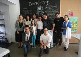 Cristina Massinet y Rosaria Durán de López —al extremo izquierdo— son las creadoras del proyecto de Café Consciente. (Foto Prensa Libre: Brenda Martínez)