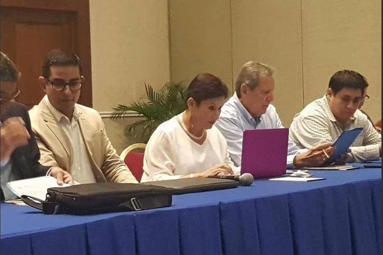 Thelma Aldana participó en una reunión el fin de semana en San Salvador para hablar con políticos con los que hay puntos en común sobre el combate a la corrupción. (Foto Prensa Libre: Cortesía)