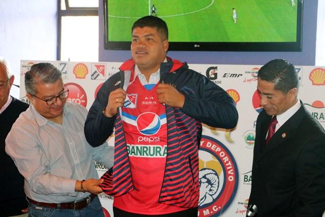 El tico Ronald Gómez es el nuevo técnico de Xelajú MC. (Foto Prensa Libre: Carlos Ventura).
