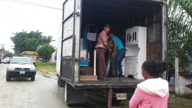 Atemorizados, vecinos abandonan sus viviendas por amenazas de pandilleros. (Foto tomada de: www.laprensa.hn).