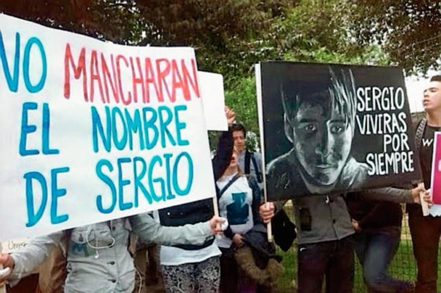 Familiares y amigos de Sergio Urrego han protestado contra el colegio y piden justicia. (Foto Prensa Libre: El Espectador).