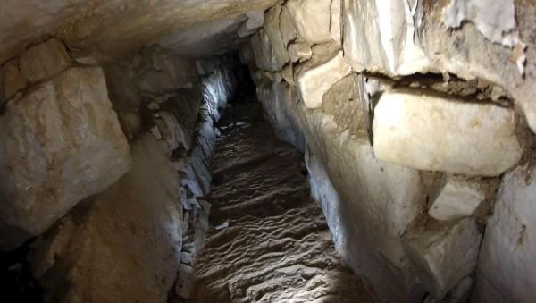 Uno de los canales de agua descubiertos en el sitio arqueológico de Palenque.(AFP)