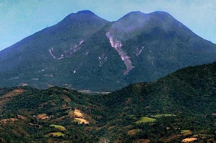 El segundo sismo del 13 de febrero causó una nueva fisura en el volcán San Vicente, El Salvador. (Foto: AFP)