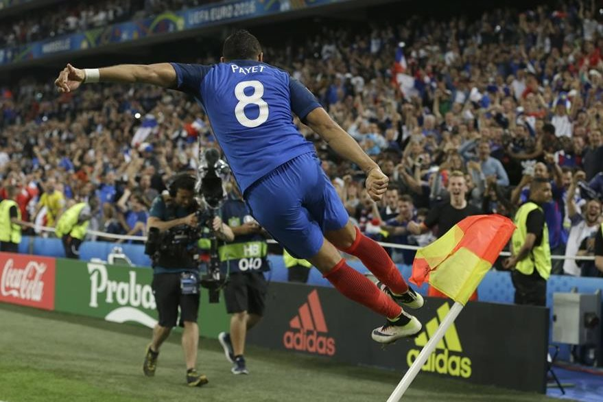 El francés Payet celebró efusivamente su gol frente a Albania. (Foto Prensa Libre: AP)