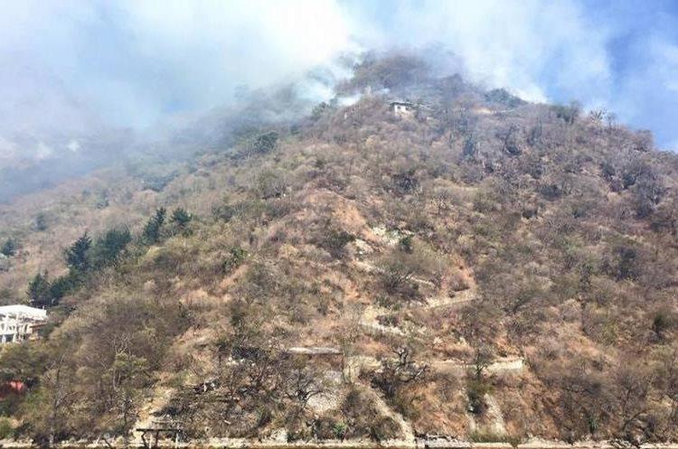 El incendio forestal avanza en comunidades de Sololá.