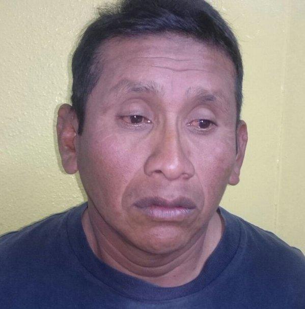 Manuel Ical Chub es capturado por agentes de la PNC en la capital, sindicado de violar a una niña en Alta Verapaz. (Foto Prensa Libre: PNC)