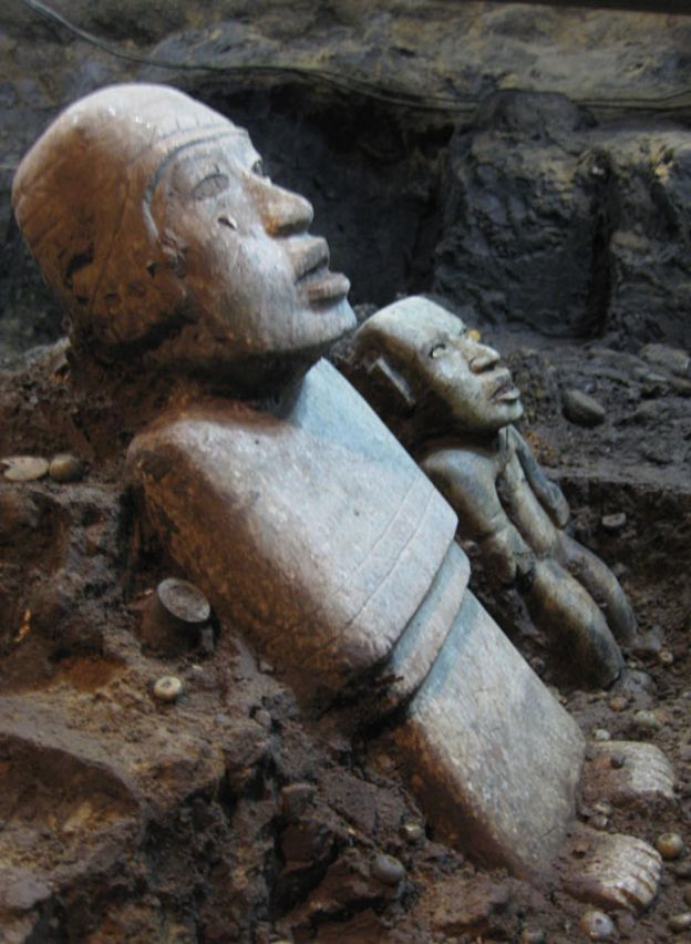 Las cuatro estatuas (3 mujeres y un hombre) estaban en excelente estado de conservación. SERGIO GÓMEZ