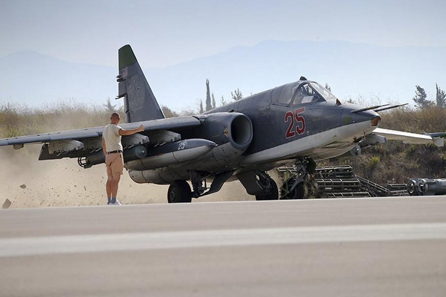 Aviones de combate SU-25 rusos han sido desplegados en Siria en bombardeos contra grupos terroristas y rebeldes sirios. (Foto Prensa Libre: EFE).