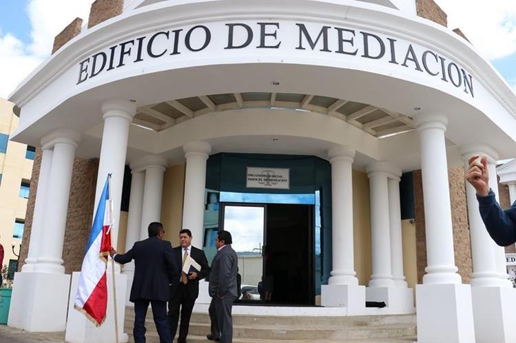 Durante varias semanas se llevaron sesiones de conciliación en el Centro Regional de Justicia de Quetzaltenango donde no se llegó a un acuerdo entre socios y directivos de Xelajú. (Foto Prensa Libre: Raúl Juárez)