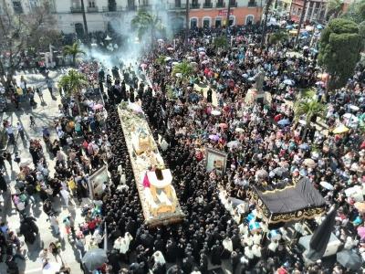 Cortejo procesional del Señor Sepultado, Cristo del Amor, del Templo de Santo Domingo, salió a las 15 horas. (Foto Prensa Libre: Óscar Rivas)