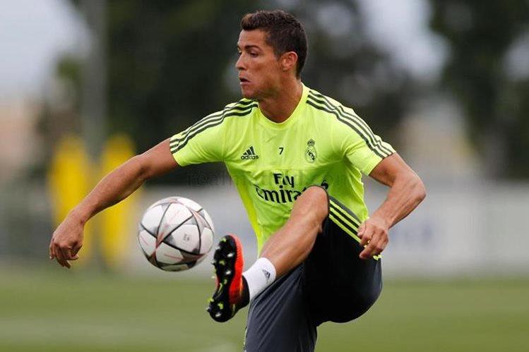 El portugués Cristiano Ronaldo trabajó con normalidad en el entrenamiento del Real Madrid. (Foto Prensa Libre: Real Madrid)