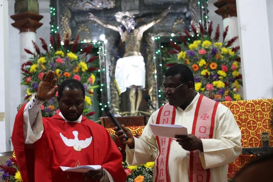Autoridades religiosas ofician servicio especial por el día del Cristo Negro de Esquipulas. (Foto Prensa Libre: Eduardo Sam Chum)